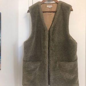 NWOT - B♥️E♥️G♥️A♥️I♥️N Luxurious Faux Fur Vest
